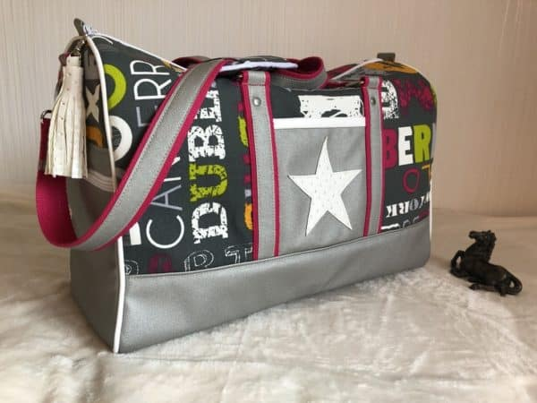 sac de voyage boston vert et rose étoile