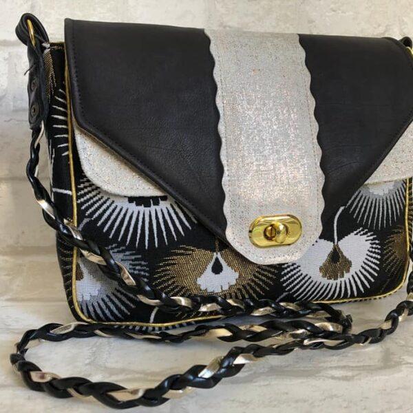 Sac à main forme besace jacquard et cuir noir et blanc – version doré