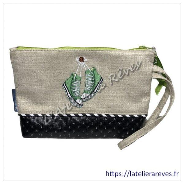 """Pochette brodée collection """"Baskets"""" verte"""